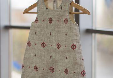 Платье-трапеция из рогожки с воланом (100% хлопок)