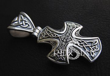 Серебряный кельтский крест с натуральным гранатом
