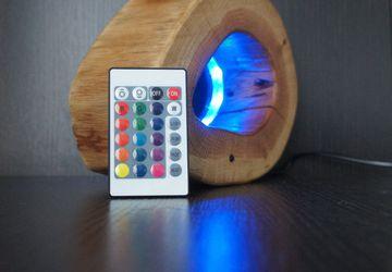 Деревянный настольный светодиодный светильник.