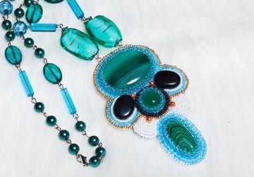 Кулон-бусы-колье ручной работы из натуральных камней