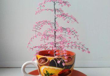 Розовое деревце из бисера
