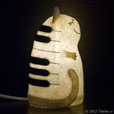 ночник музыкант черно-белый войлочный клавиши войлок музыка кот кошка светильник