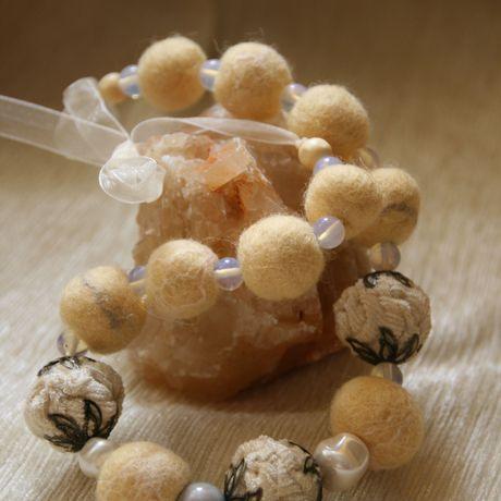 ванильный войлочные натуральный украшения авторские желтый бусы белый молочный текстильные