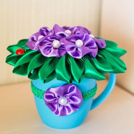 композиция фиалки декор кружка цветы атлас подарок
