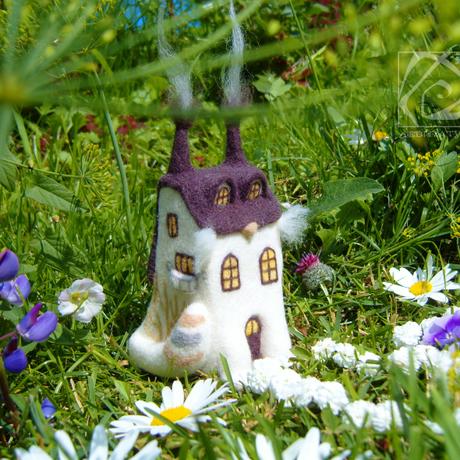 бежевый сухоеваляние дом кот