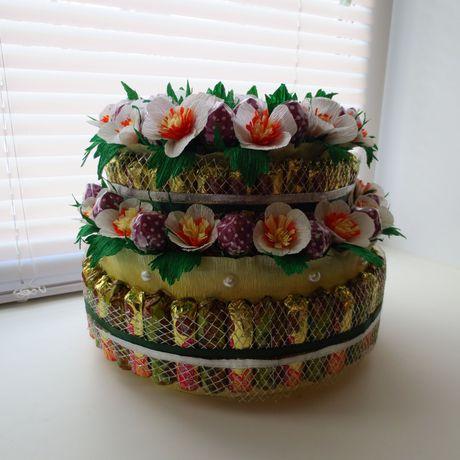 деньрождения тортизконфет клубника праздник цветы подарок