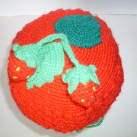 вязаная шапка детская клубничка шапочка крючком