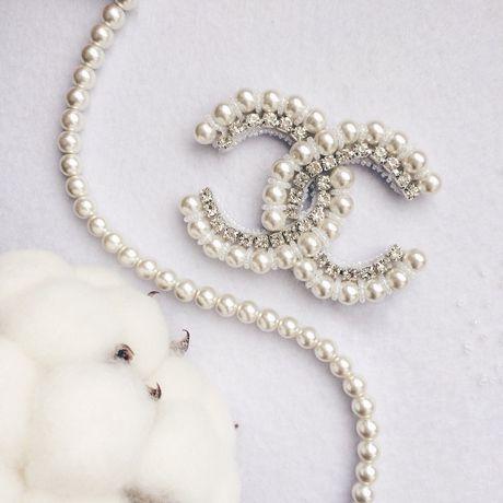 белый жемчуг брошь бисера плетение кристаллы красиво swarovski бисер девушке подарок