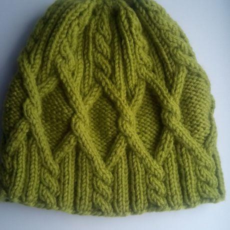 вязание шапка спицами косами