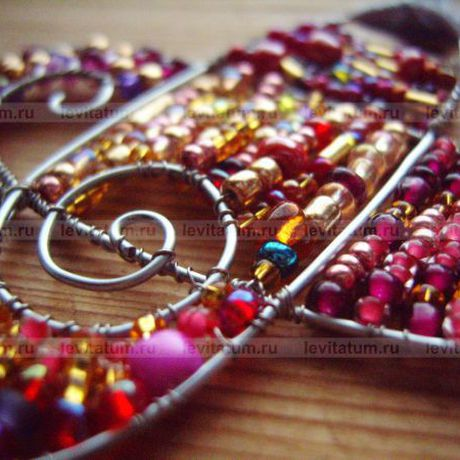 украшение бисер проволока подвеска оригинальная оригинальный летнее бисероплетение малиновый малина кулон розовый красный лето подарок