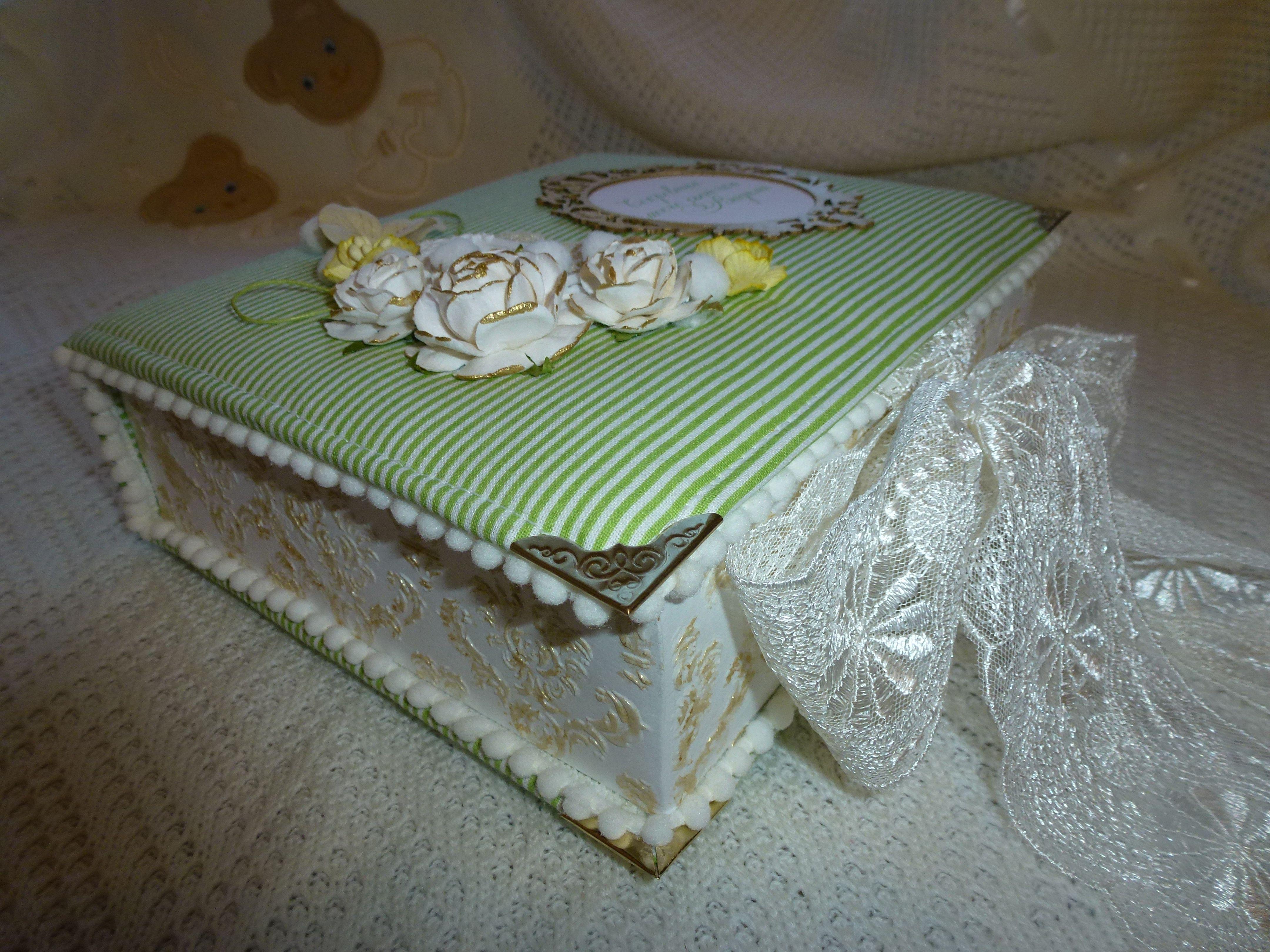 малышки или малыша вещи ценные для сокровища подарок мамины