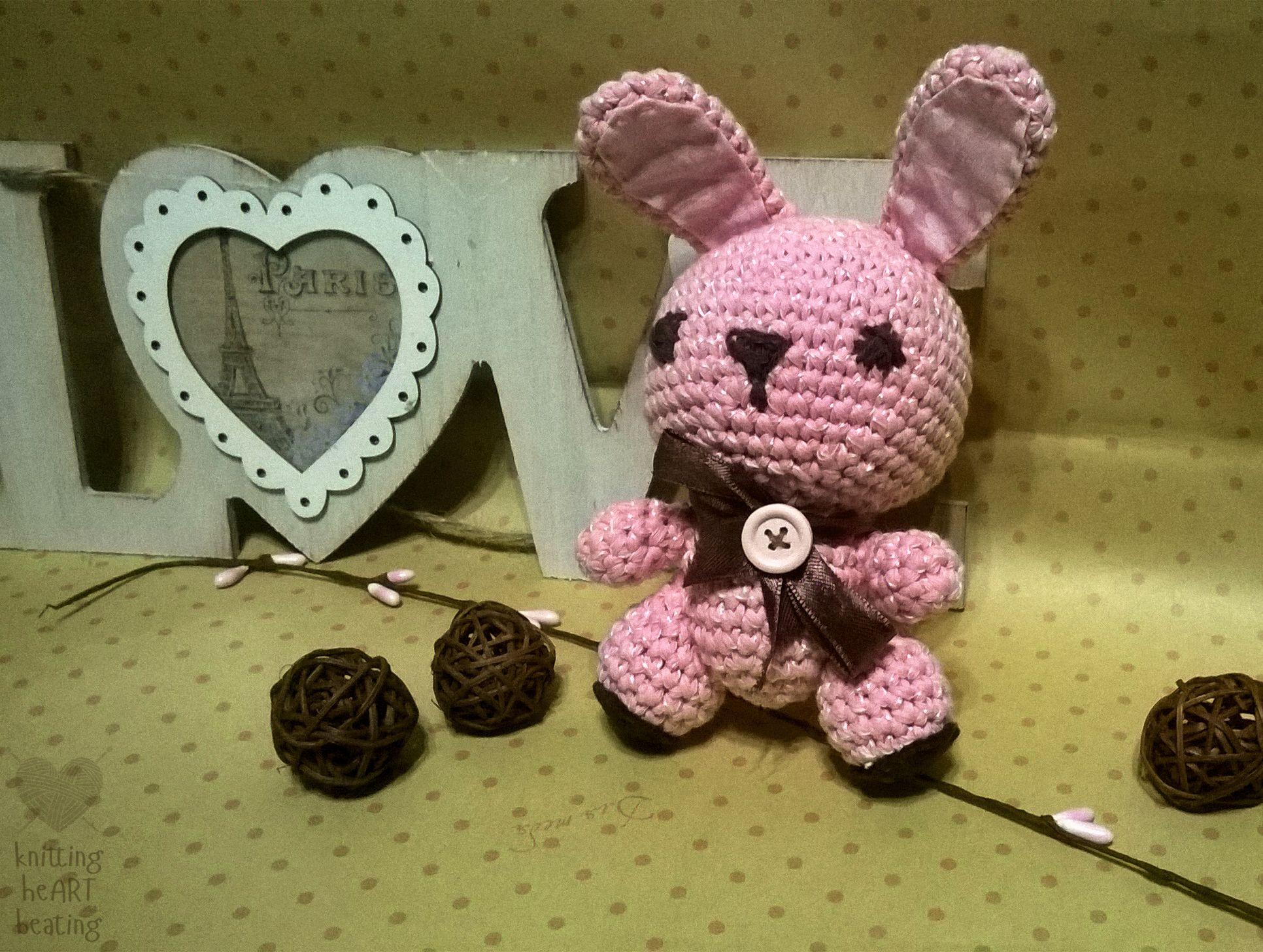 розовый заяц розовыйзаяц вязаныйзаяц вязаныеигрушки амигуруми вязаниекрючком вязаниедлядетей подарок