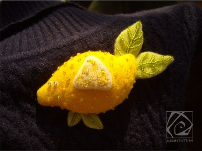 рыбка брошь желтый сухоеваляние желтая веселая рыба необычная шерсть лимон забавная бисер