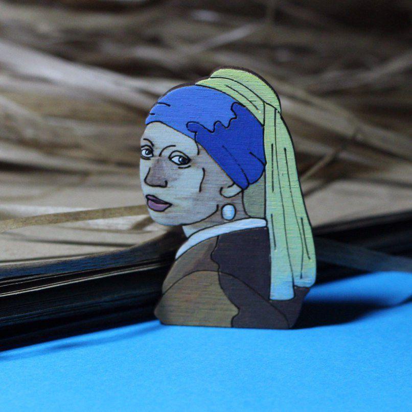 девушкасжемчужнойсерёжкой fashionwood значок деревяннаяброшь брошка