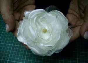 Цветы из органзы своими руками 21