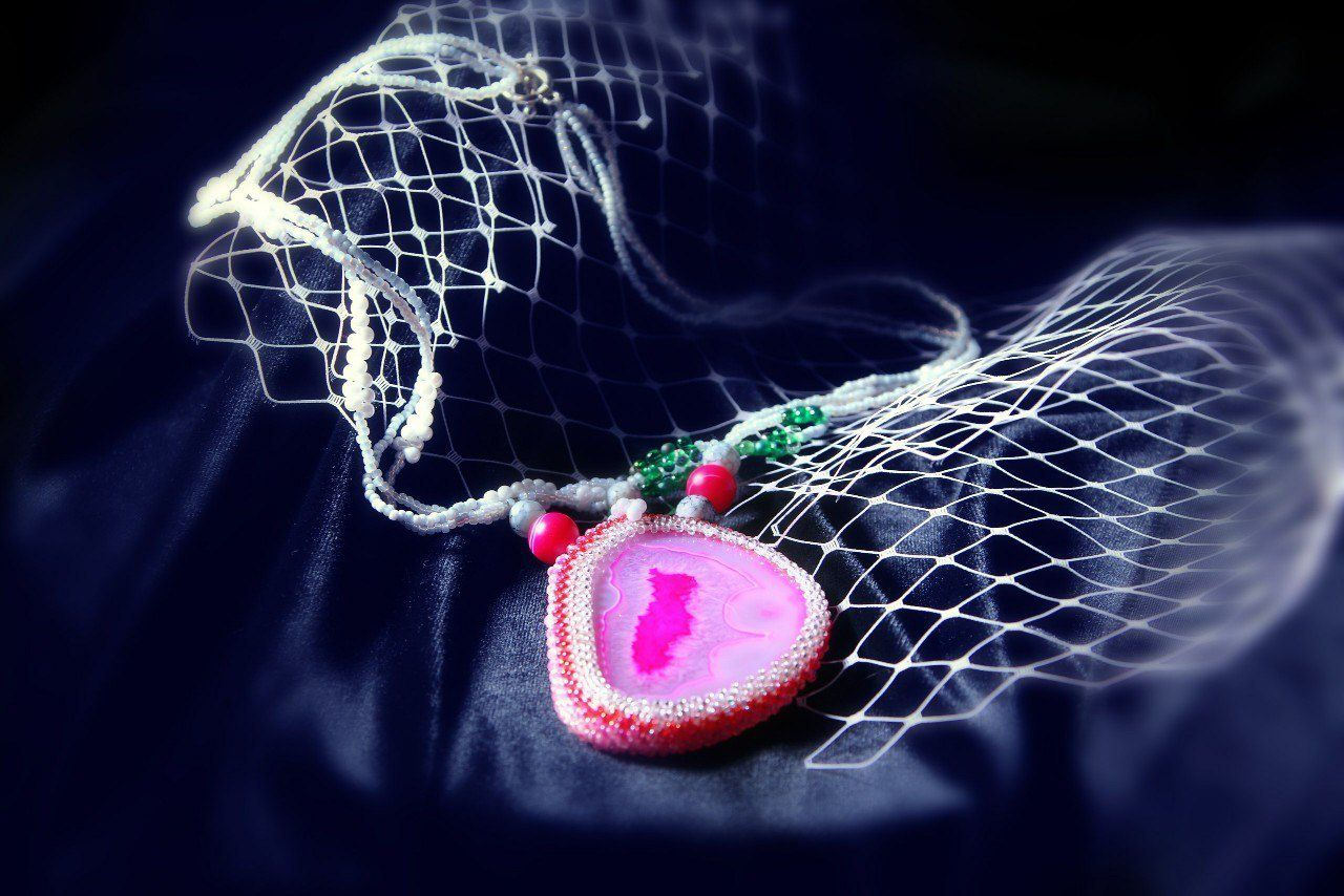 ручнаяработа тонированныйагат ожерельечудо натуральныекамни фуксия авторскоеожерелье