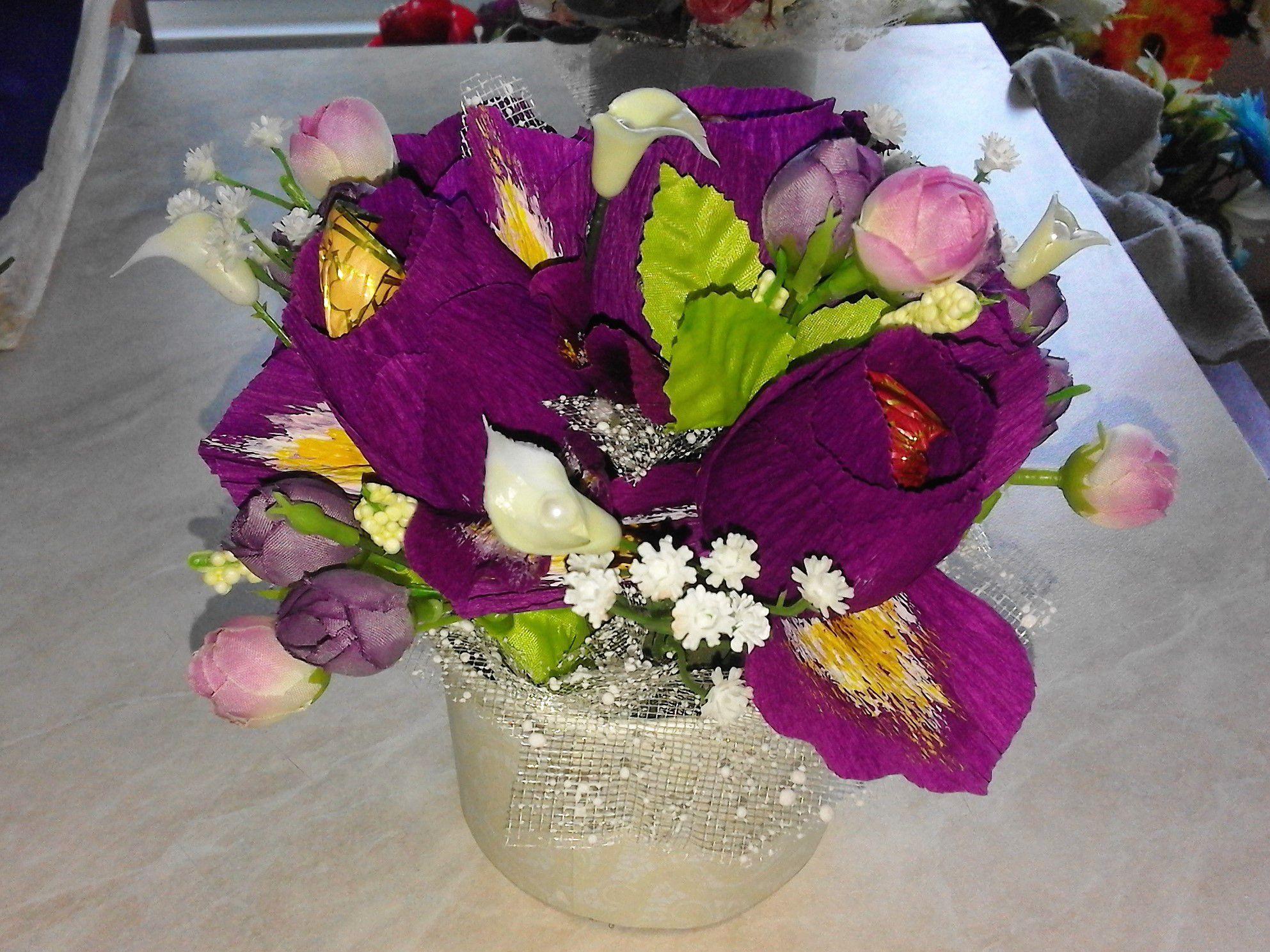ирис букет сладости конфет розы подарок цветы
