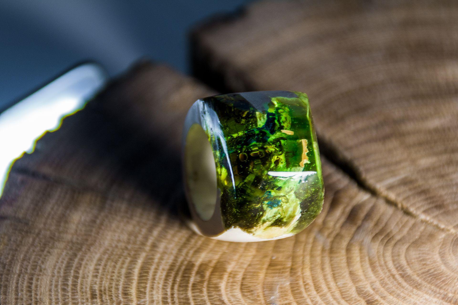 wooden olyaki подарок ручнаяработа смола handmade необычныйподарок ювелирная кольцаиздереваиювелирнойсмолы деревянныекольца epoxyresin jeweleeryresin jewellery woodenribgs